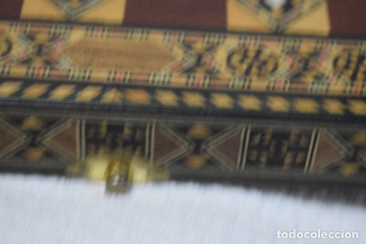 Juegos de mesa: Ajedrez y backgamon realizado en marqueteria con incrustaciones de maderas nobles y nacar - Foto 12 - 107000963