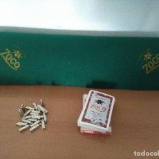 Juegos de mesa: BARAJA DE NAIPES HERACLIO FOURNIER, TAPETE Y FICHAS PARA JUGAR AL MUS - PROMOCIONAL PACHARÁN ZOCO. Lote 108508747