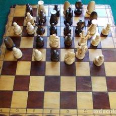 Juegos de mesa: AJEDREZ DE MADERA CON CAJA 45X44. Lote 110181071