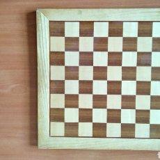 Juegos de mesa: TABLERO ANTIGUO AJEDREZ MADERA MACIZA. MARQUETERIA.. Lote 112393539
