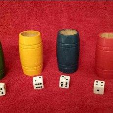 Juegos de mesa: JUEGO DE CUATRO CUBOS DE MADERA PARA PARCHIS CON SUS DADOS. Lote 115399459