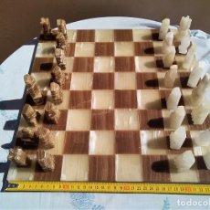 Juegos de mesa: AJEDREZ DE PIEDRA PIEZAS INCOMPLETAS Y ALGUNAS TONTAS. EL TABLERO ESTÁ MUY BIEN. Lote 121174167