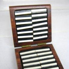 Juegos de mesa: DOMINO EN BELLA CAJA DE MADERA. Lote 176318803