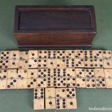 Juegos de mesa: DOMINÓ COMPLETO. MADERA Y HUESO TALLADO. CAJA ORIGINAL. SIGLO XIX-XX. . Lote 127752615