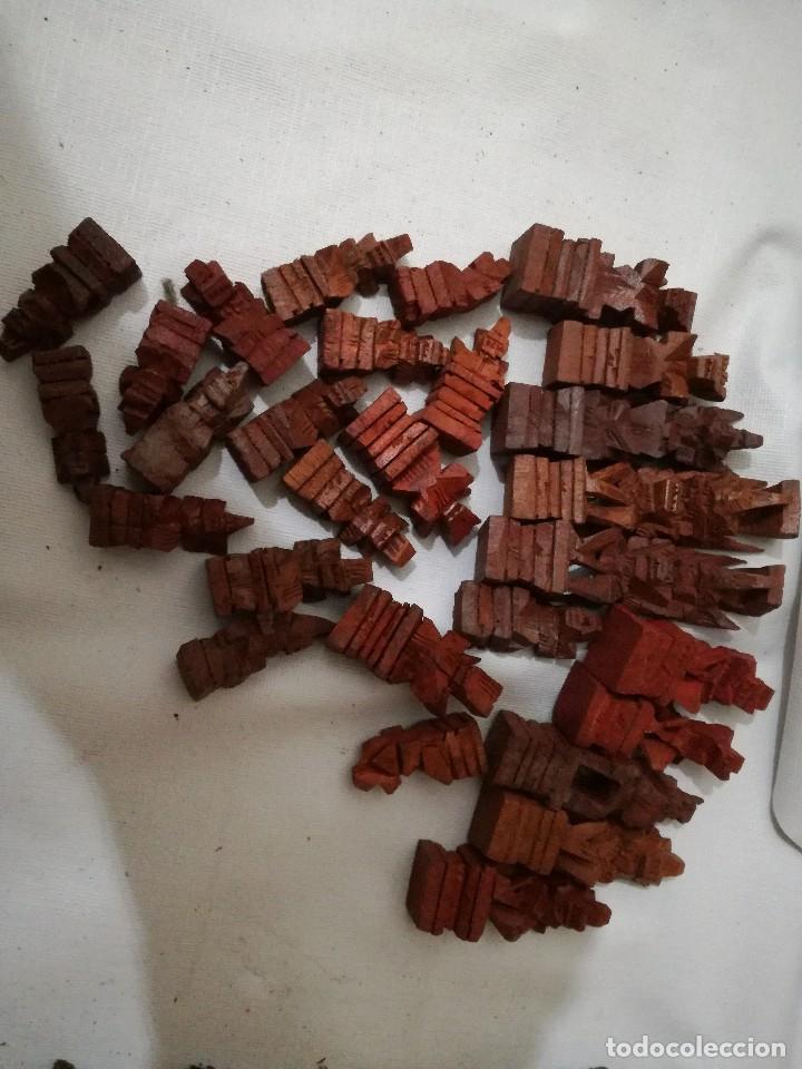 Juegos de mesa: piezas ajedrez de bali - ebano y raiz de palma talladas a mano-48 -22 negras 26 rojas entre 4 y 8 cm - Foto 4 - 127974579