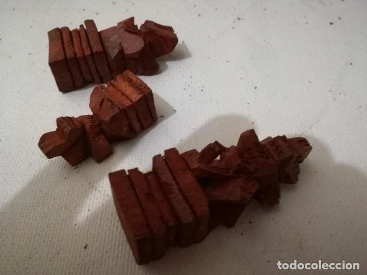 Juegos de mesa: piezas ajedrez de bali - ebano y raiz de palma talladas a mano-48 -22 negras 26 rojas entre 4 y 8 cm - Foto 17 - 127974579