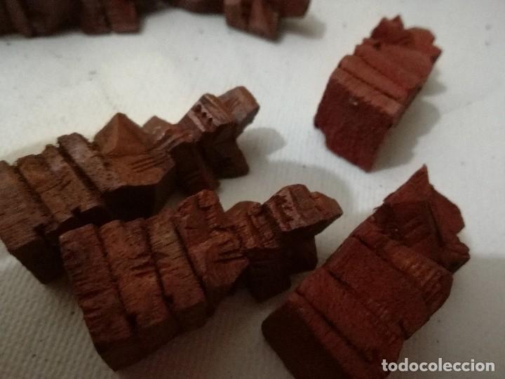 Juegos de mesa: piezas ajedrez de bali - ebano y raiz de palma talladas a mano-48 -22 negras 26 rojas entre 4 y 8 cm - Foto 22 - 127974579