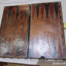 Juegos de mesa: ANTIGUO TABLERO DE BACKGAMMON, FORRADO DE CUERO. 20 X 18 CMS. ABIERTO.. Lote 128422223