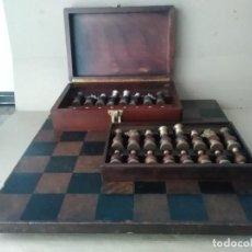 Juegos de mesa: AJEDREZ ANTIGUO DE MADERA Y BRONCE (TABLERO MESA SIGLO XIX SIN PATAS ). Lote 128819335