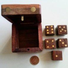 Juegos de mesa: JUEGO DE DADOS DE MADERA. Lote 129254059