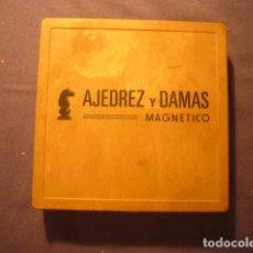 Juegos de mesa: JUEGO DE AJEDREZ Y DAMAS MAGNÉTICO. Lote 129611219