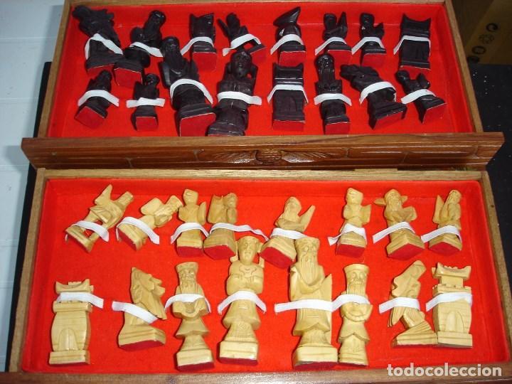 BONITO JUEGO DE AJEDREZ CHINO CAJA Y FIGURAS MUY TRABAJADAS DE COLECCION VER FOTOS (Juguetes - Juegos - Juegos de Mesa)