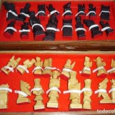 Juegos de mesa: BONITO JUEGO DE AJEDREZ CHINO CAJA Y FIGURAS MUY TRABAJADAS DE COLECCION VER FOTOS. Lote 129684587