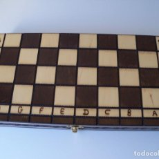 Juegos de mesa: AJEDREZ MADERA TABLERO PLEGABLE. 35 X 35 CENTÍMETROS. Lote 131506314