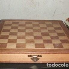 Juegos de mesa: BONITO JUEGO DE AJEDREZ EN MADERA. CON CAJONES PARA PIEZAS. Lote 132635994