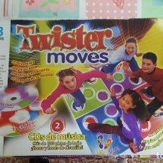 Juegos de mesa: JUEGO TWISTER MOVES, DE MB - AÑO 2003 (CONTIENE LOS 4 TAPETES Y LOS 2 CD'S). Lote 133572342