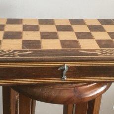 Juegos de mesa: PRECIOSA CAJA DE AJEDREZ, DAMAS Y BACKGAMMON DENTRO DE MADERA. Lote 134440665