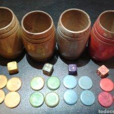 Juegos de mesa: LOTE CUBILETES, DADOS Y FICHAS DE PARCHÍS EN MADERA. SIGLO XX.. Lote 137107633