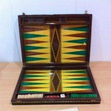 Juegos de mesa: ANTIGUA CAJA DE MADERA CON EL JUEGO BACKGAMMON. Lote 138740586