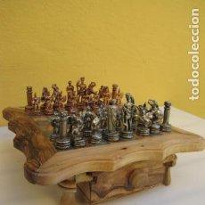 Juegos de mesa: TABLERO AJEDREZ MADERA OLIVO. FICHAS EJERCITO CARTAGINÉS ALEACIÓN ESTAÑO. Lote 139996542