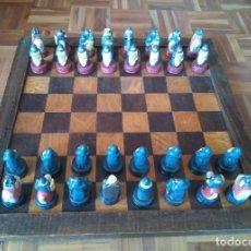 Juegos de mesa: AJEDREZ DE CERÁMICA PINTADO A MANO, CON TABLERO Y REGALO RELOJ DE ADORNO. Lote 145514082
