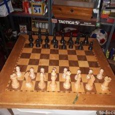 Juegos de mesa: ANTIGUO TABLERO DE AJEDREZ INGLES N ° 3 Y PIEZAS EN MADERA DE OLIVO COMPLETO. Lote 145646009