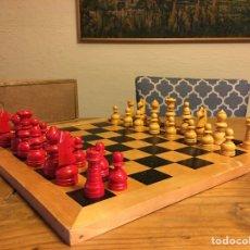 Juegos de mesa: AJEDREZ CON TABLERO - AÑOS 60 - ESPAÑOL NÚMERO 3 - JUEGO, MADERA, FIGURAS PINTADAS, COLECCIÓN.. Lote 146269833