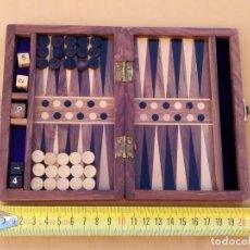 Juegos de mesa: BACKGAMMON DE MADERA BUENA CALIDAD. ( 20 X 15) 15 FICHAS BLANCAS Y NEGRAS. 5 DADOS. BUEN ESTADO. . Lote 148415806