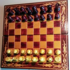 Juegos de mesa: AJEDREZ EN PRECIOSO MALETIN DE MADERA VINTAGE. Lote 148856686