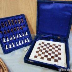 Juegos de mesa: AJEDREZ CON TABLERO Y FIGURAS DE MÁRMOL. BLACK&CORAL. PERFECTO ESTADO.. Lote 149306434