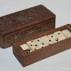 Juegos de mesa: DOMINO DE VIAJE EN MADERA TALLADA Y FICHAS DE PLÁSTICO - RECUERDO DE RABKA - H.1960. Lote 150385538