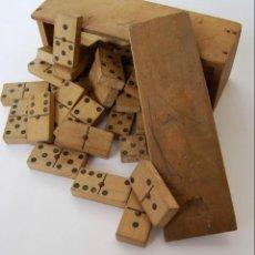 Juegos de mesa: ANTIGUO DOMINO DE MADERA 28 FICHAS COMPLETO CON CAJA ORIGINAL . Lote 150837402