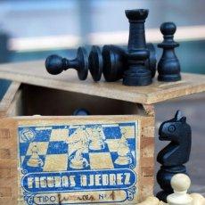 Jeux de table: ANTIGUAS FIGURAS DE AJEDREZ FABRICADAS EN MADERA TALLADA,COMPLETO CON CAJA ORIGINAL.. Lote 151722558