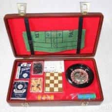 Juegos de mesa: ESTUCHE EN PIEL DE JUEGOS DE MESA (RULETA, NAIPES, AJEDREZ) - FABRICADO EN ESPAÑA, AÑOS 60. Lote 153954186