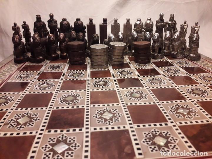 Juegos de mesa: Maravilloso conjunto ajedrez, damas, tablero de taracea nácar madreperla y baúl motivos granadinos - Foto 3 - 157246334
