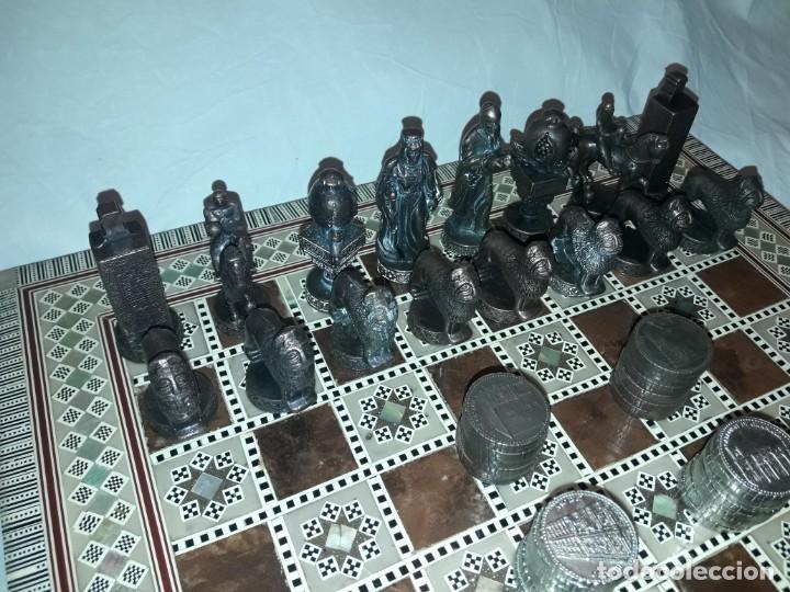 Juegos de mesa: Maravilloso conjunto ajedrez, damas, tablero de taracea nácar madreperla y baúl motivos granadinos - Foto 4 - 157246334