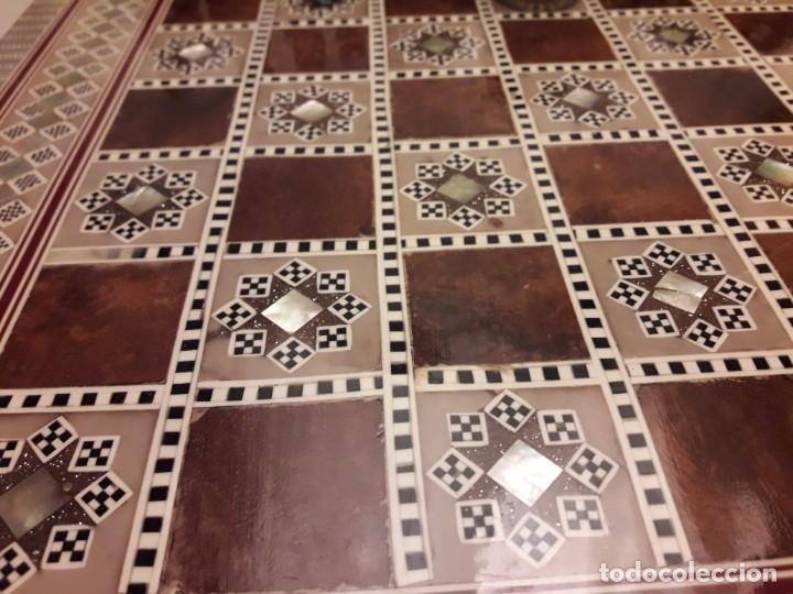 Juegos de mesa: Maravilloso conjunto ajedrez, damas, tablero de taracea nácar madreperla y baúl motivos granadinos - Foto 29 - 157246334
