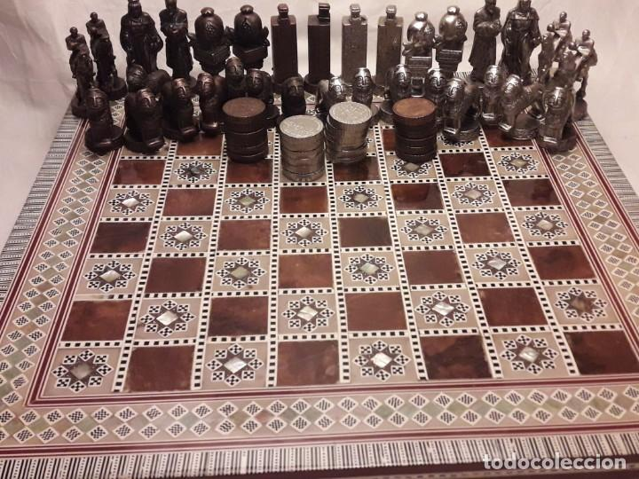 Juegos de mesa: Maravilloso conjunto ajedrez, damas, tablero de taracea nácar madreperla y baúl motivos granadinos - Foto 33 - 157246334