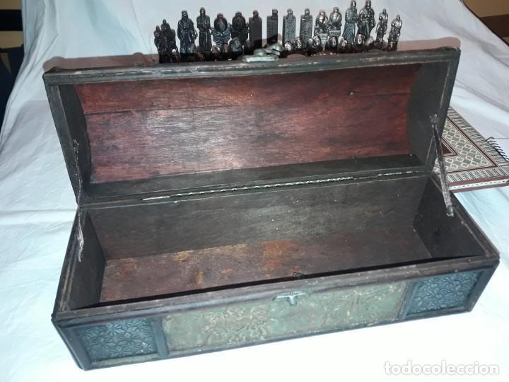 Juegos de mesa: Maravilloso conjunto ajedrez, damas, tablero de taracea nácar madreperla y baúl motivos granadinos - Foto 36 - 157246334