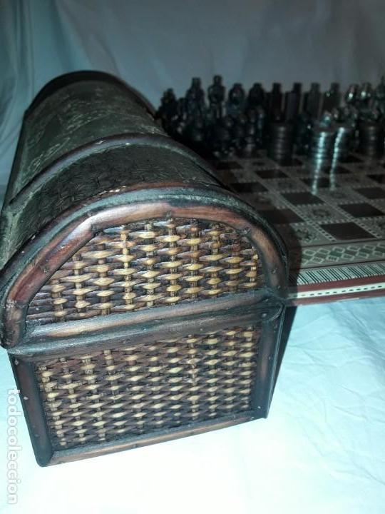 Juegos de mesa: Maravilloso conjunto ajedrez, damas, tablero de taracea nácar madreperla y baúl motivos granadinos - Foto 37 - 157246334