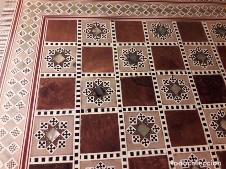 Juegos de mesa: Maravilloso conjunto ajedrez, damas, tablero de taracea nácar madreperla y baúl motivos granadinos - Foto 41 - 157246334