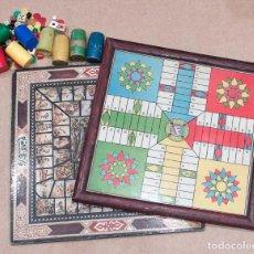 Juegos de mesa: LOTE DE ANTIGUOS TABLEROS DE PARCHIS Y OCA, DADOS, CUBILETES Y FICHAS DE JUEGO.. Lote 157894790