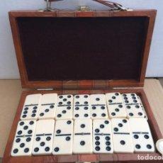 Juegos de mesa: DOMINO EN MALETIN. Lote 161992894