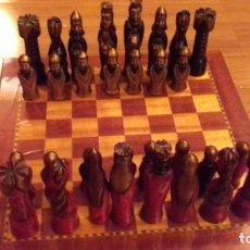 Juegos de mesa: PRECIOSO ANTIGUO AJEDREZ TABLERO Y FIGURAS DE MADERA EXCELENTES. Lote 162456106