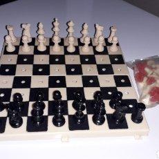 Juegos de mesa: JUEGO AJEDREZ Y DAMAS PORTÁTIL. Lote 163607594