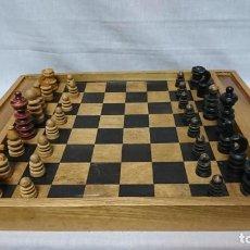 Juegos de mesa: ANTIGUO AJEDREZ EN MADERA, TABLERO PARA DAMAS Y AJEDREZ . Lote 164786190