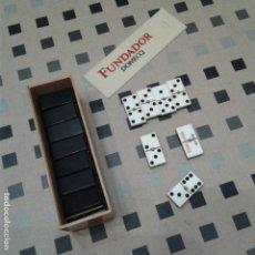 Juegos de mesa: JUEGO DE DOMINÓ FUNDADOR, AÑOS 60. COMPLETO. Lote 167762956