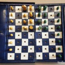 Juegos de mesa: TABLERO DE AJEDREZ DE VIAJE, 16 PIEZAS BLANCAS Y 15 PIEZAS NEGRAS, CERRADO MIDE 16 X 11,5 X 5 CM. Lote 49951610