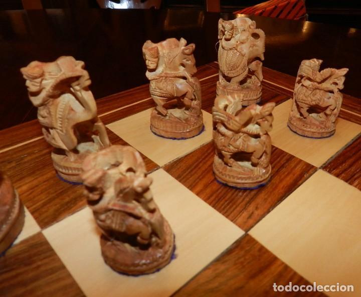 Juegos de mesa: Antiguo Juego de Ajedrez Indio tallado a mano, llevalas 32 piezas talladas a mano en madera, todo ta - Foto 6 - 170977843