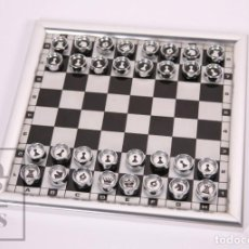 Juegos de mesa: AJEDREZ MAGNÉTICO VINTAGE DE ALUMINIO - INDAL SA, ESPAÑA - MEDIDAS 22 X 22 CM. Lote 171026874
